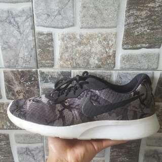 Nike Tanjun Camo print