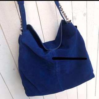 超荀貨品 MNG (Mango) 真猄皮包包 因為是真皮,有機會甩色,請盡量穿深色衣物 超超超特價