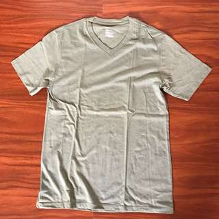 GAP V Neck T Shirt