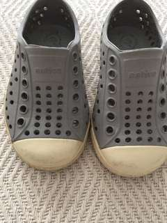 Native size 5 grey shoes neutral boy or girls