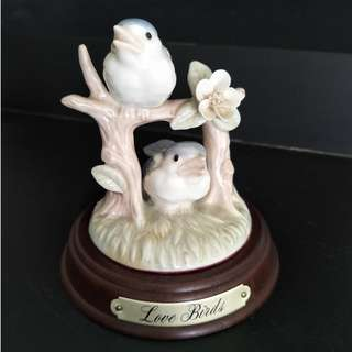 Gift, Fine Porcelain Collectible : Love Birds