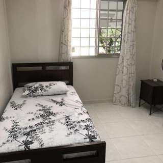 Big Room With White Walls for rent @ Woodlands