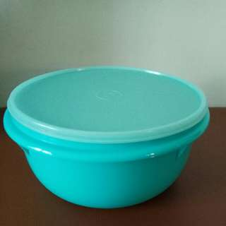 Server or bowl with seal - Tupperware