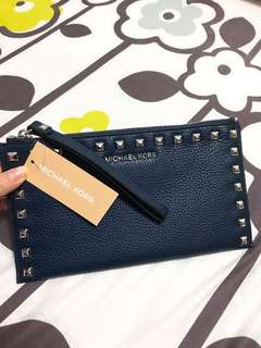 Michael kors clutch leather navy small bag