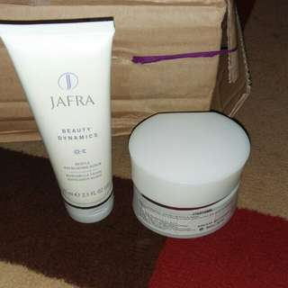 Gentle Exfoliating Scrub dan Malibu  Miracle Mask