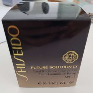 Brand new! Shiseido Future Solution LX Total Radiance foundation