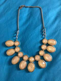 Shimmering Creme Color Necklace
