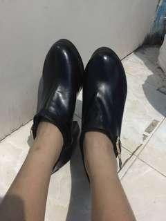 Sepatu boots / angkle boots avenue