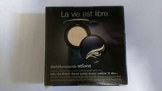 Mistine wings Extra cover powder SPF 25 PA++