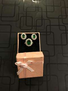 Set of Earrings with Ring