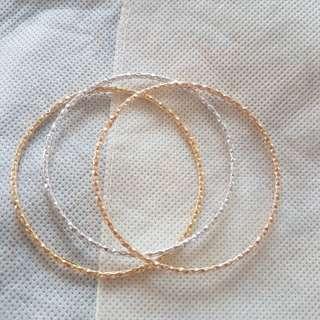 18 k gold bangle bracelet