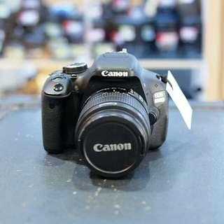Camera Canon EOS 600D Kit