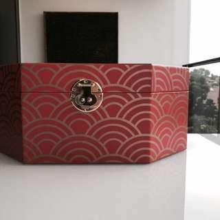 Gorgeous & elegant box