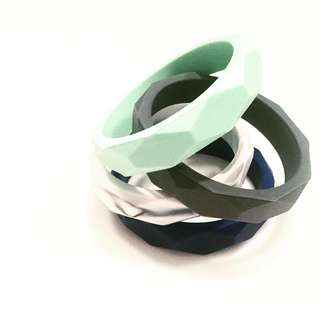 Silicone teething bangle (mint)