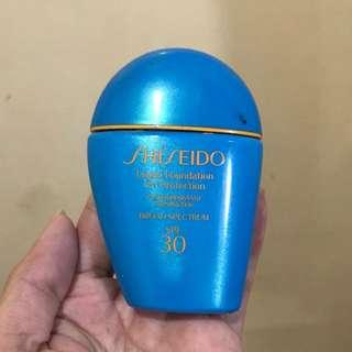 Shiseido Waterproof Liquid Foundation in Light Ochre