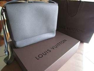 LV LOUIS VUITTON M32623