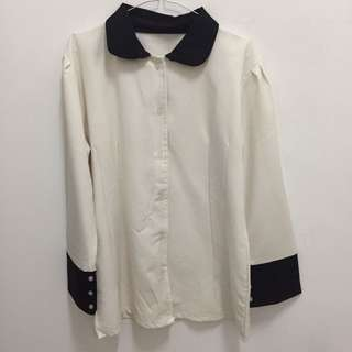 Kemeja putih-hitam (baru selesai laundry)
