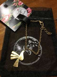 BNIB Brushed Gold Birdie Bracelet from My Favourites NEW