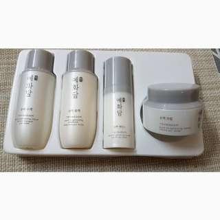 The Face Shop brightening skincare set