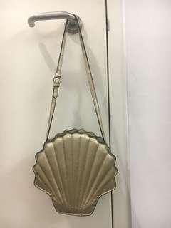 Sea shell shoulder bag