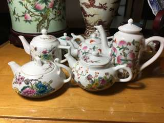 Porcelain Teapot Republic period total 8 pieces beautiful n decorative items .Offer above 120 secured. Each at 20