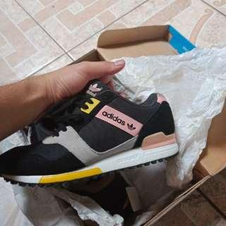 Sepatu Adidas ZX 700 Woman