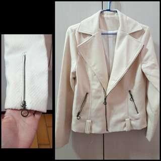 ╭*氣質毛料硬挺騎士風外套,OL上班族長袖外套,挺版西裝外套。保暖拉鍊式外套,多種穿法,個性造型上衣
