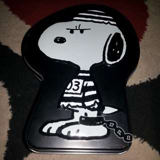 Snoopy horror night tin can