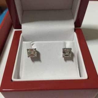 Certified 2 Carats Diamond Pierced Earrings