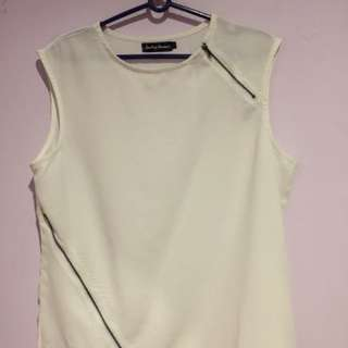 White top with zippers