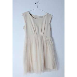 Creme Dress (Size: fit to M)