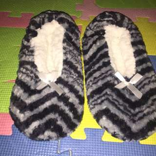 Fluffy bedroom shoe size 6