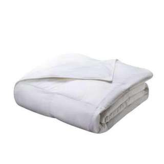 White 100% Duck Feather Comforter (Like Brand New & Price Negotiable)