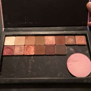 Magnetic makeup case with shadows and MUG blush
