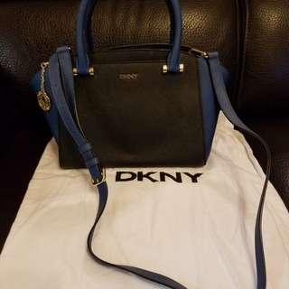DKNY手提包  黑併藍色, 牛皮, 手挽/長肩帶兩用, 有塵袋, 容量大