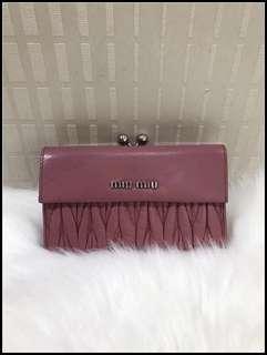 miumiu 粉紅色銀包