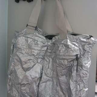 Nike 銀色側袋