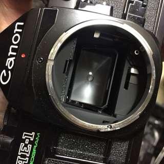 🚚 Canon ae1 p program 黑機 美品 含電池 機身蓋 背帶