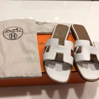 *rare and steal* Hermès Oran white Sandal