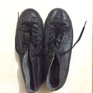 Sepatu kulit original