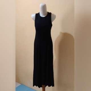 Gaun hitam