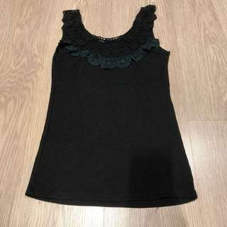 Sleeveless knitted black top
