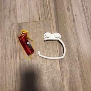 免費送出 廁所紙巾架 及 hello kitty 風仔扇