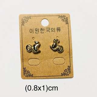清貨🦄金色松鼠耳環一對