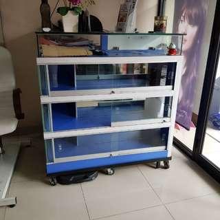 Meja kasir plus display