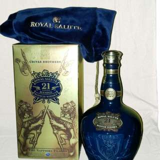 ROYAL SALUTE SAPPHIRE FLAGON - 21 YEARS OLD