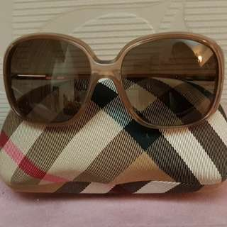 Burberry sunglasses B4068 3012/13