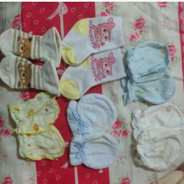 新生兒 手套襪子圍兜蝴蝶衣 換物 轉轉來交換