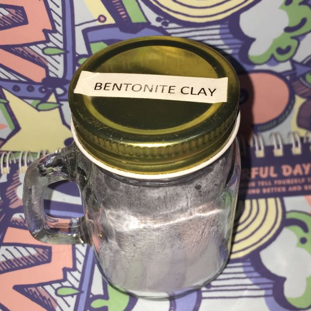 Bentonite clay charcoal mask wash off