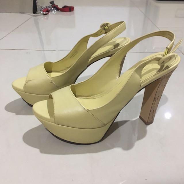 Charles & keith heels warna lemon